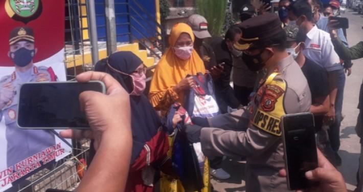 DPD PPBNI DKI Dukung Polres Jaktim Salurkan sembako ke Warga Jatinegara