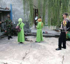 Babinsa Kodim Klaten Dampingi Petugas Kesehatan Lakukan Tracing di Karangdowo