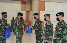 DANSESKOAL IKUTI PENYERAHAN PAKET SEMBAKO GRATIS BAGI PERSONEL TNI AL
