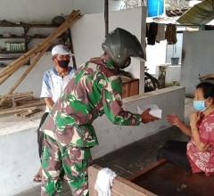 Babinsa Pedan Berbagi Takjil Dan Masker Keliling Desa Serta Himbau Prokes